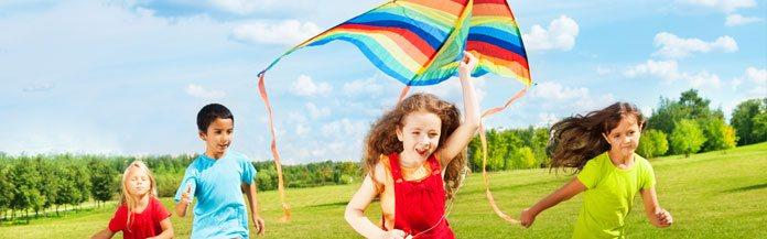 kids-flying-a-kite