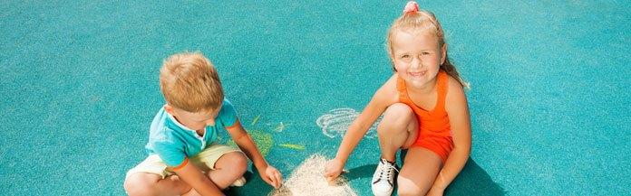 kids-playing-with-chalk