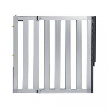Sturdy, aluminum gate in silver that can be adjusted to fit most doorways.