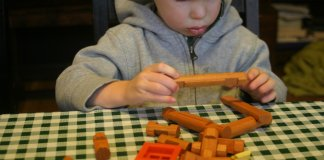 Our review of the Best Lincoln Logs & Sets for Kids and Toddlers