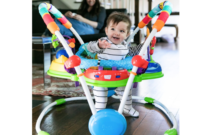 The Baby Einstein Neighborhood Friends Activity Jumper stimulates your baby's mental development.