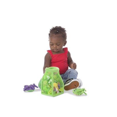 melissa & doug deluxe jug fill & spill bug toys kid playing