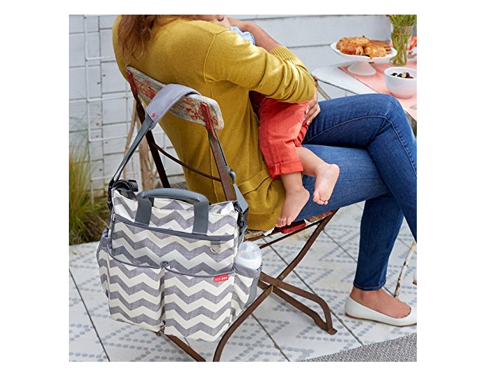 The Skip Hop Duo Diaper Bag comes in great size and with adjustable shoulder strap