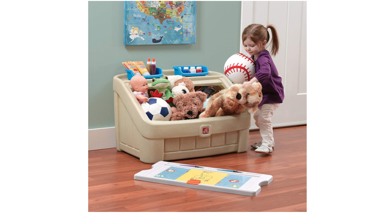 The Step2 2-in-1 Toy Box and Art Lid requires an easy set up.