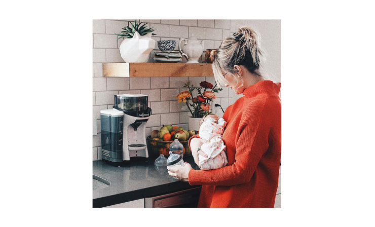The Baby Brezza Formula Pro lets you choose the amount of formula you want to prepare.
