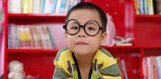 Here we offer useful tips and tricks for getting your baby to wear their glasses.