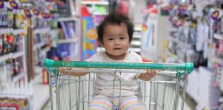 We made a list of the best shopping cart covers so your child can stay protected and safe while you're out grocery shopping.