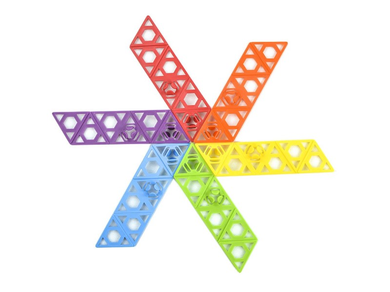 The Qubits STEM Construction Toy Kit has an amazing design with lively colors.