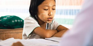 We prepared a list of all the pros and cons of homeschooling your children. Read all about it.