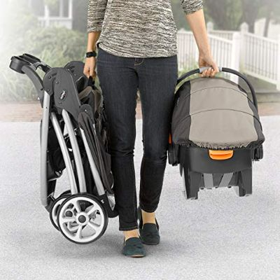 chicco viaro travel system easy to carry