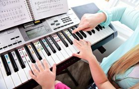 10 Best Kids Pianos and Keyboards Reviewed in 2020