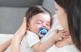 10 Best Newborn Baby Pacifiers & Soothers Reviewed in 2020