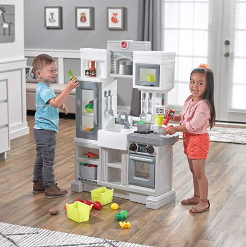 Step2 Downtown Delights Play Kitchen 2