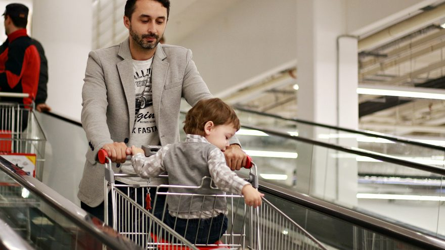 In this guide we are outlining all the tips for going shopping with kids from different age groups.