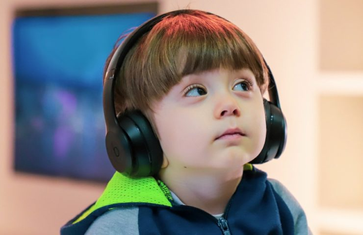 Music has a lot of benefits for the development of a deaf child.