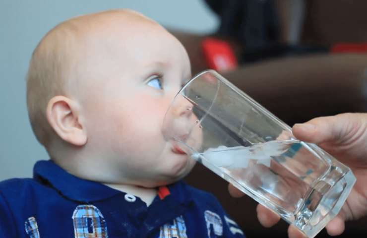 The Right Age to Introduce Drinking Water to Infants