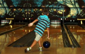 10 Best Bowling Balls for Kids Reviewed in 2020