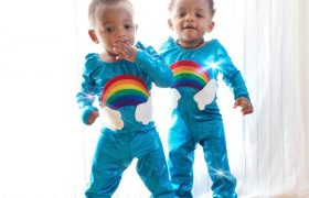 Should you Dress Twins Identical