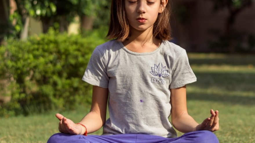 On this page you can read about the benefits of practicing yoga in schools.