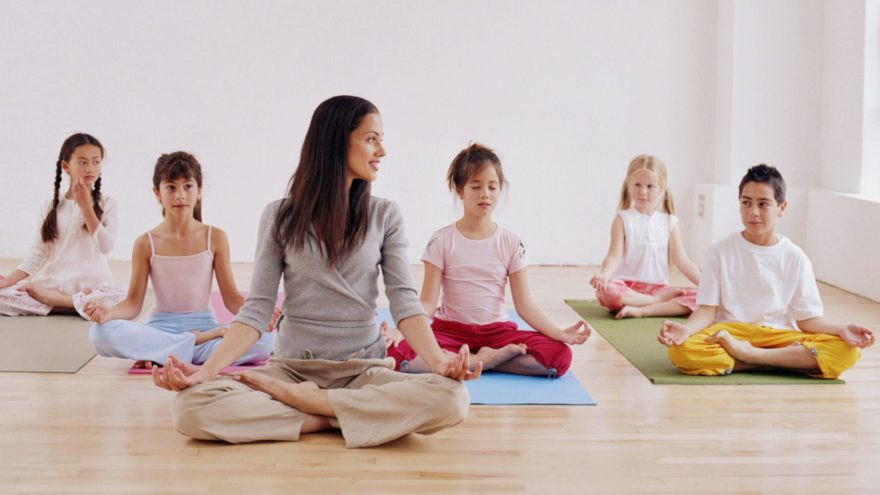 10 Reasons Your Kid Should be doing Yoga | Borncute com
