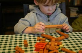 10 Best Lincoln Logs & Sets for Kids and Toddlers in 2020